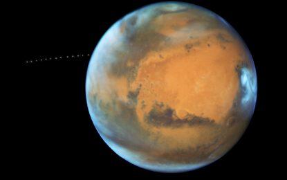 哈勃遙望圍繞著火星的月亮
